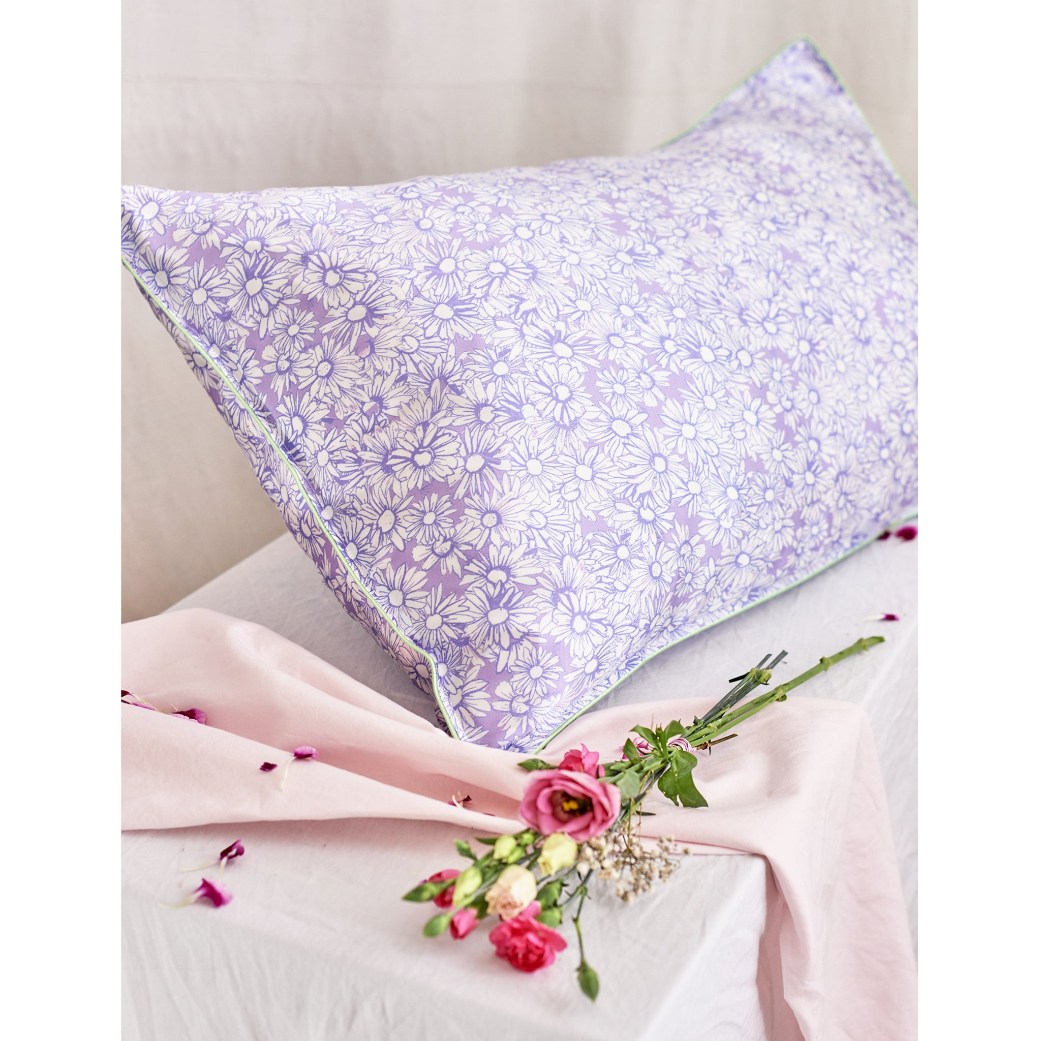 "Silk Pillowcase/ ""Drawn like a Daisy"""
