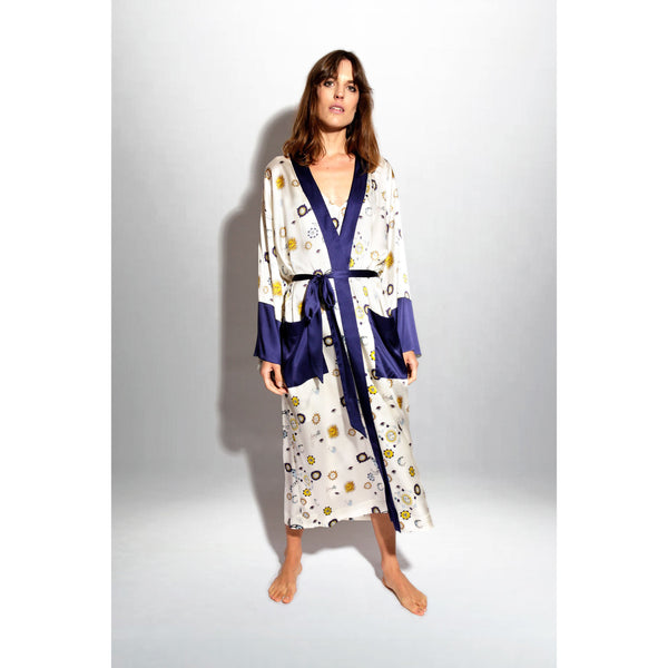Kiss-the-skies-Robe_modelshot1.jpg