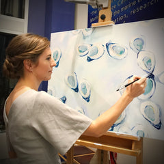 Virginia Beach Artist Stephie Jones paints live oyster painting at Virginia Aquarium Commotion in the Ocean Gala