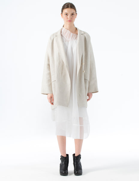 oversized linen blazer with lapels and flap pockets. front button closure.