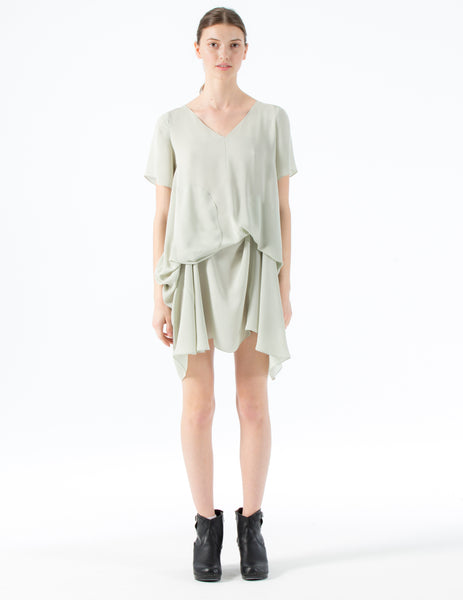 short double georgette dress with short sleeves, v-neckline and draped skirt