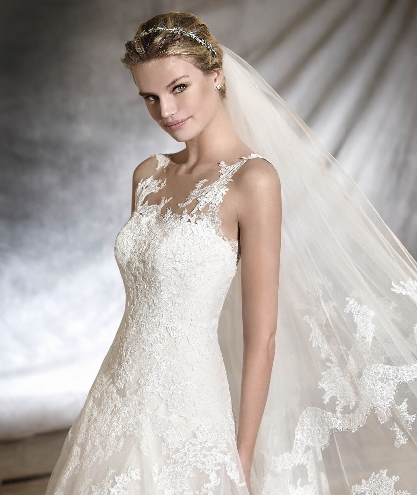 Pronovias odona designer boho sample sale wedding dress buy.