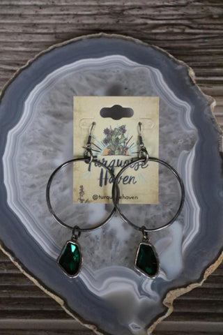 81945 Hammered Silver Green Crystal Earring