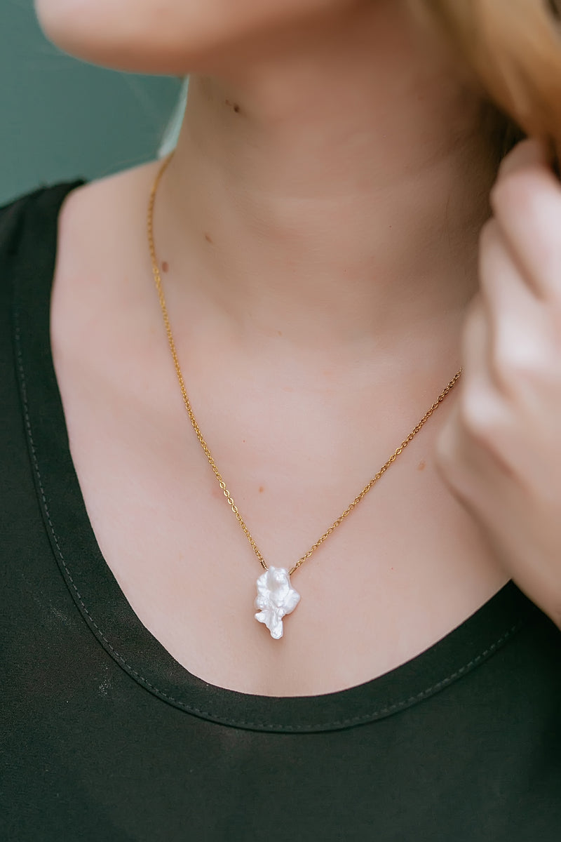 pearl pendant necklace - Marcella