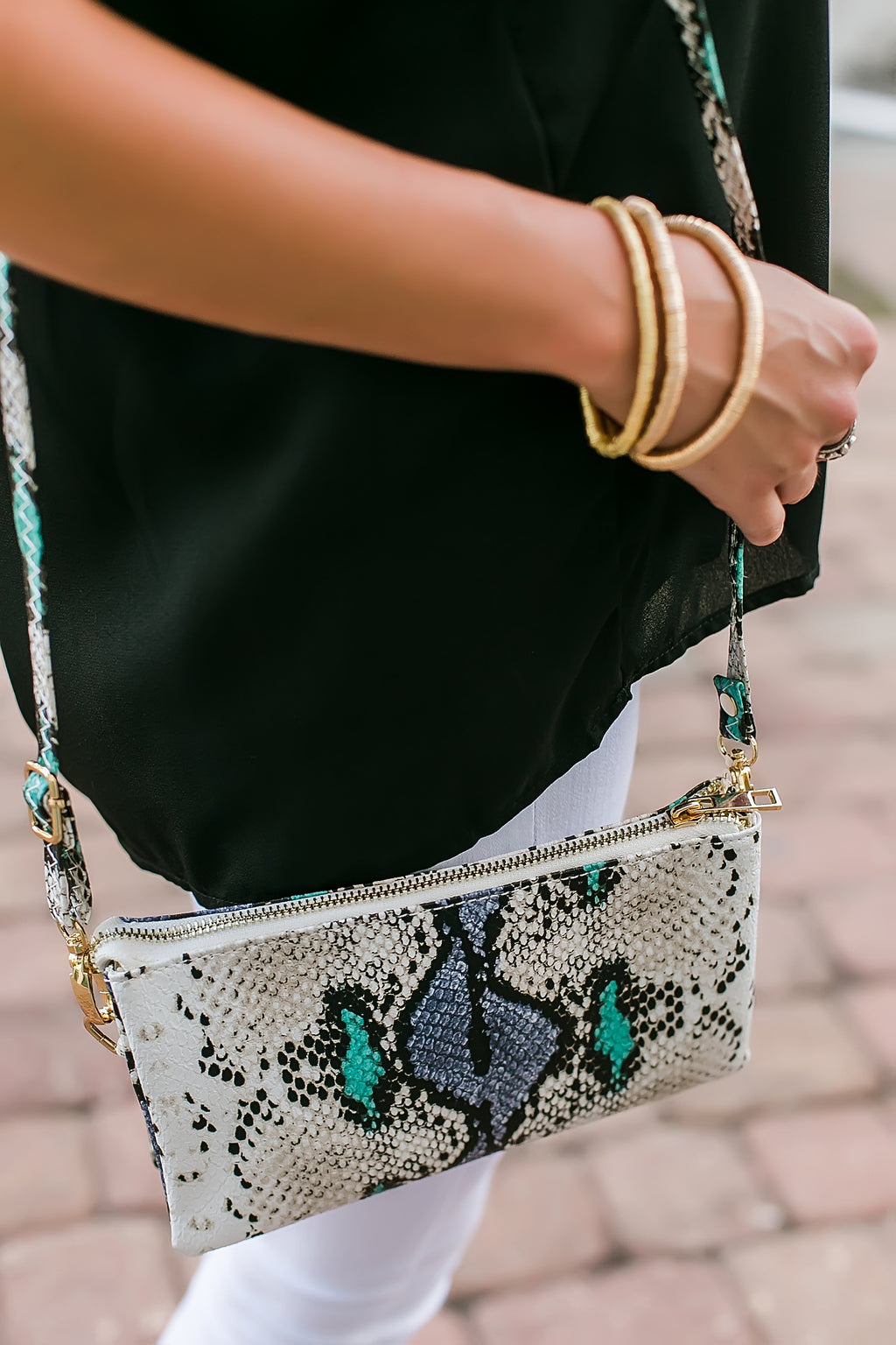 snake embossed convertible bag (teal mix)