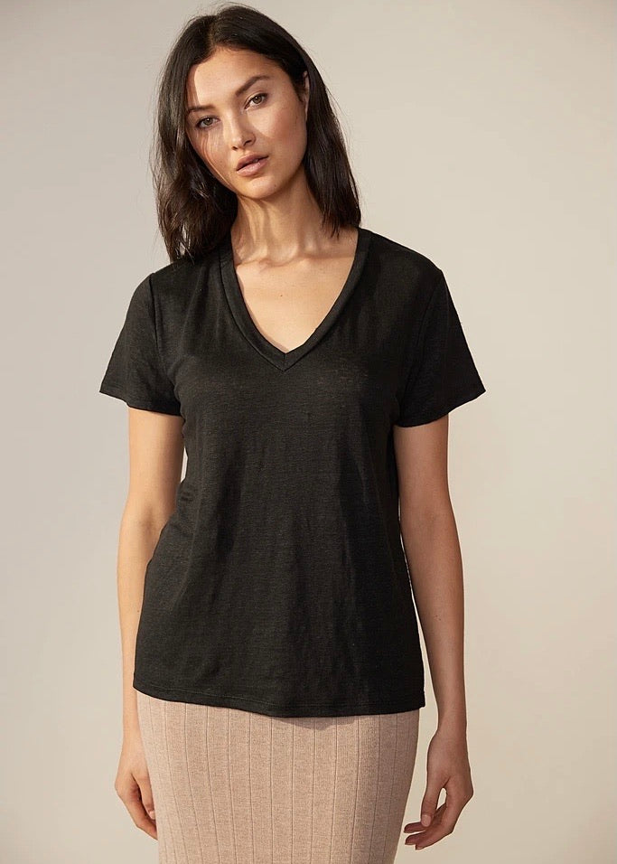 Top | Linen V-Neck T-Shirt (Black)