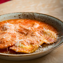Load image into Gallery viewer, Beef Ravioli In Bolognaise Sauce