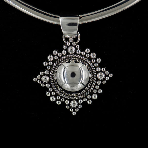 Artie-Yellowhorse-sterling-silver-pendant-beaded-necklace-kalled-gallery