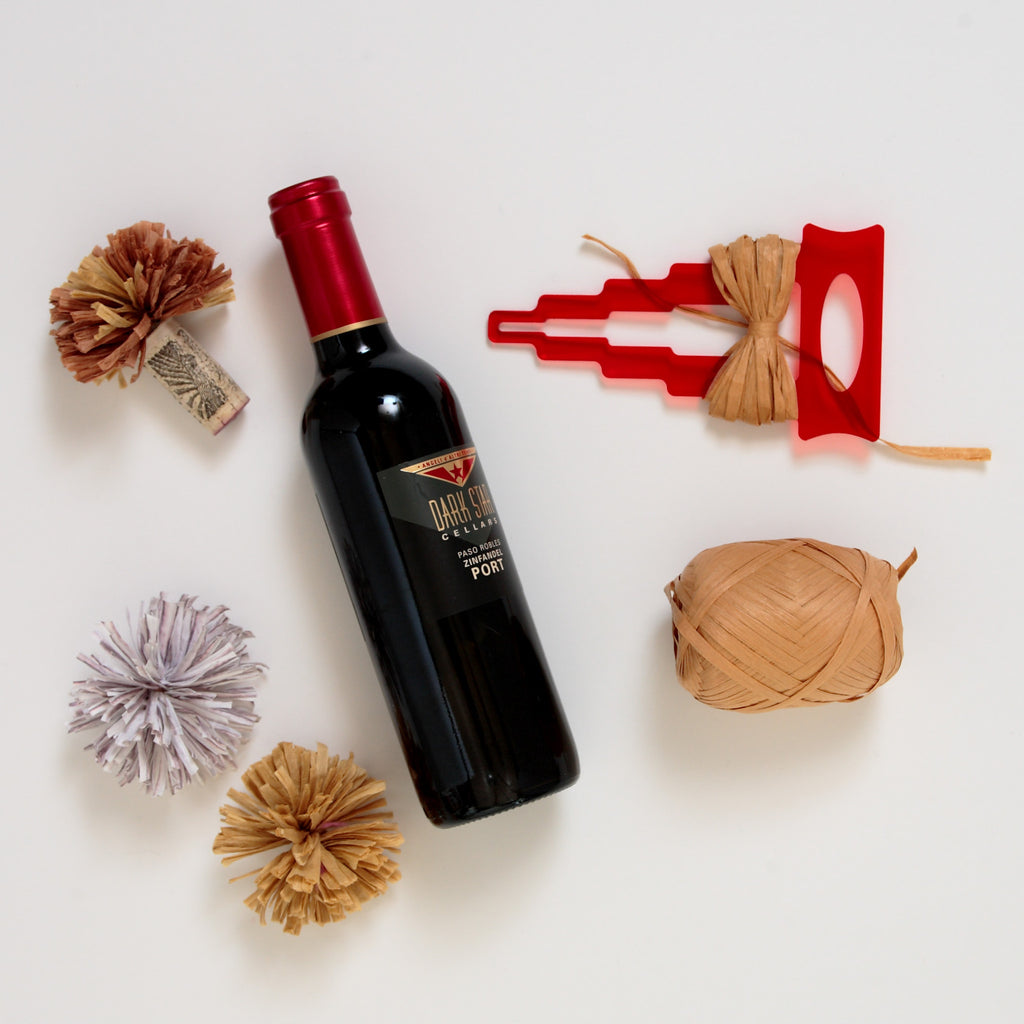 DIY Pom-Pom Wine Corks with Raffia