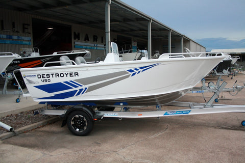 FLAGSHIP 450 SIDE CONSOLE DESTROYER - YAMAHA F60LB- WHITE - $24,990 - SAVE $2,000
