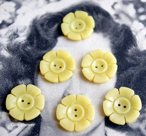6x Yellow flower vintage buttons 2 holes antic button 1.8 cm