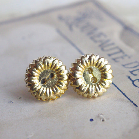 Daisy stud earrings golden post upcycling jewelry 15 mm