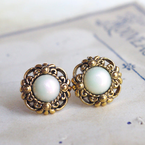 Round golden pearly stud earrings vintage post upcycling jewelry 19 mm