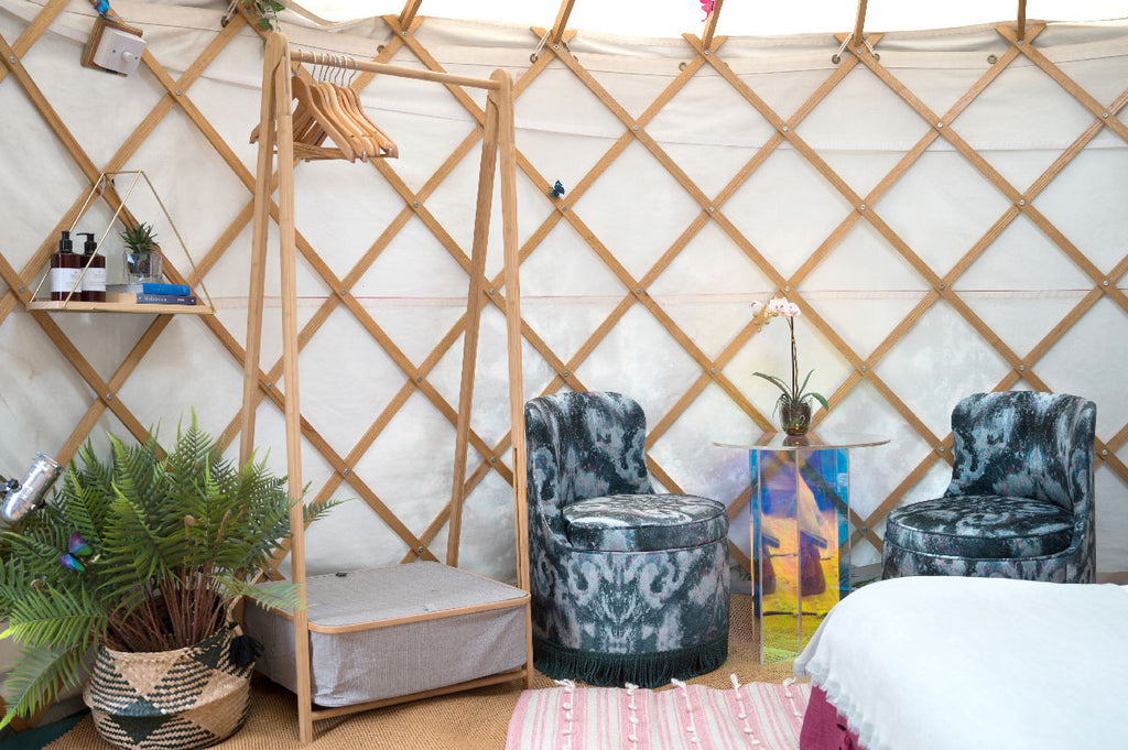 "<img src=""//cdn.shopify.com/s/files/1/1398/5065/files/9_DAISY-LOWE-AT-YURT-DECORATED-BY-SONYA-ROTHWELL-X-GALLERY-BEAUTIFUL_1024x1024.jpg?v=1562491463"" alt=""DAISY LOWE ASKED SONYA ROTHWELL OF GALLERY BEAUTIFUL TO DECORATE HER YURT AT YURTEL FOR GLASTO FESTIVAL GLAMPING"" />"
