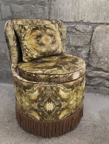 TRITON DINING TUB CHAIR : AMULET MOON VELVET