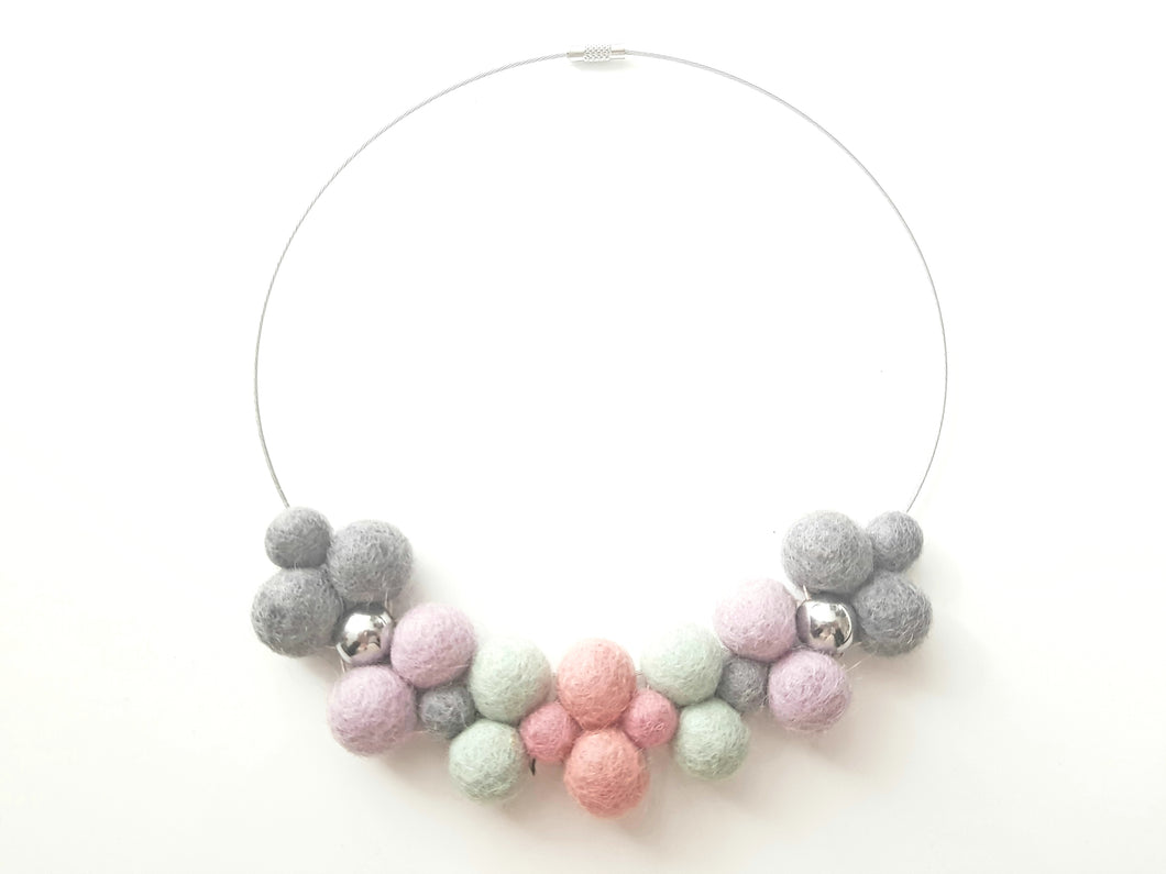 Bib collar necklace - Pastels