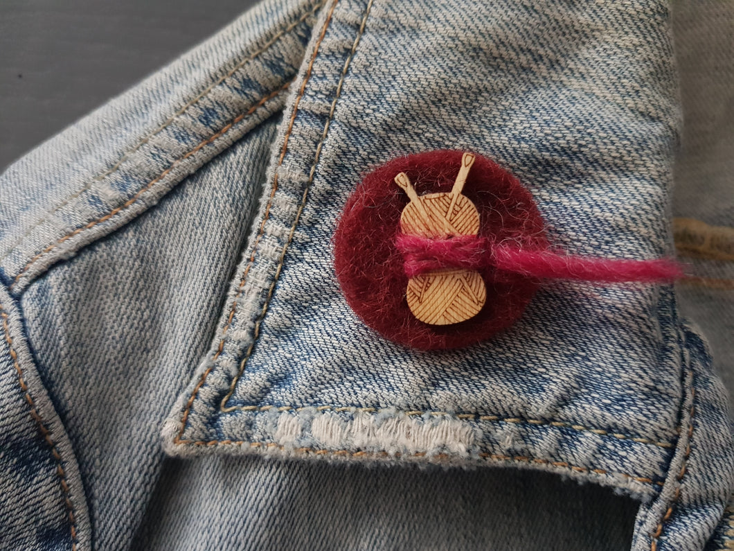Wool and wood Silhouette Badge / Brooch - Ball of wool