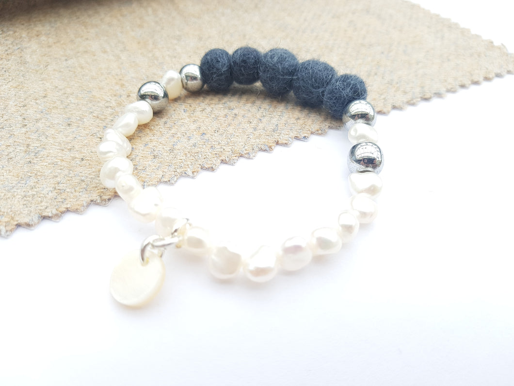 Fresh water Pearl & Mother of pearl Bracelet - Charcoal Grey