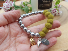 Sleek puff heart Bracelet - Olive