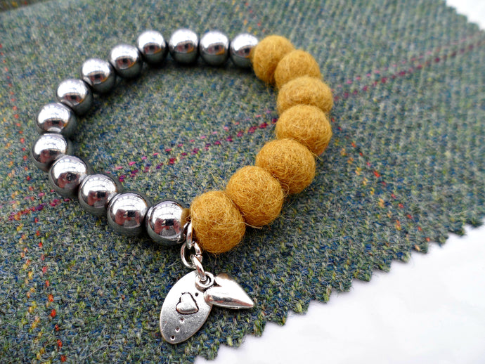 Sleek puff heart Bracelet - Mustard