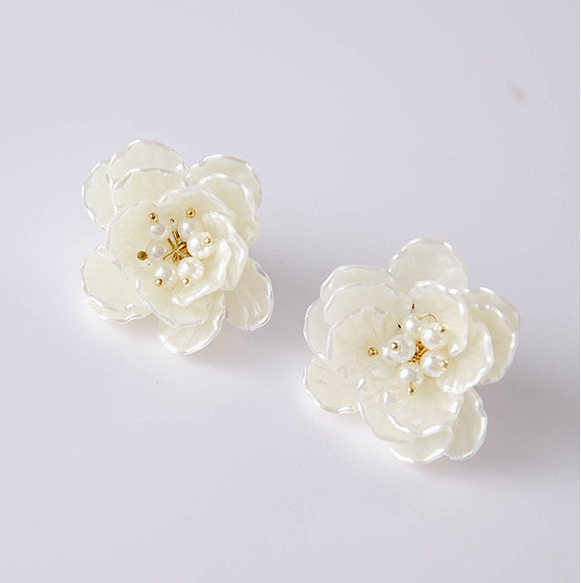 FAUX PEARL WHITE ROSE EARRINGS - impaviid