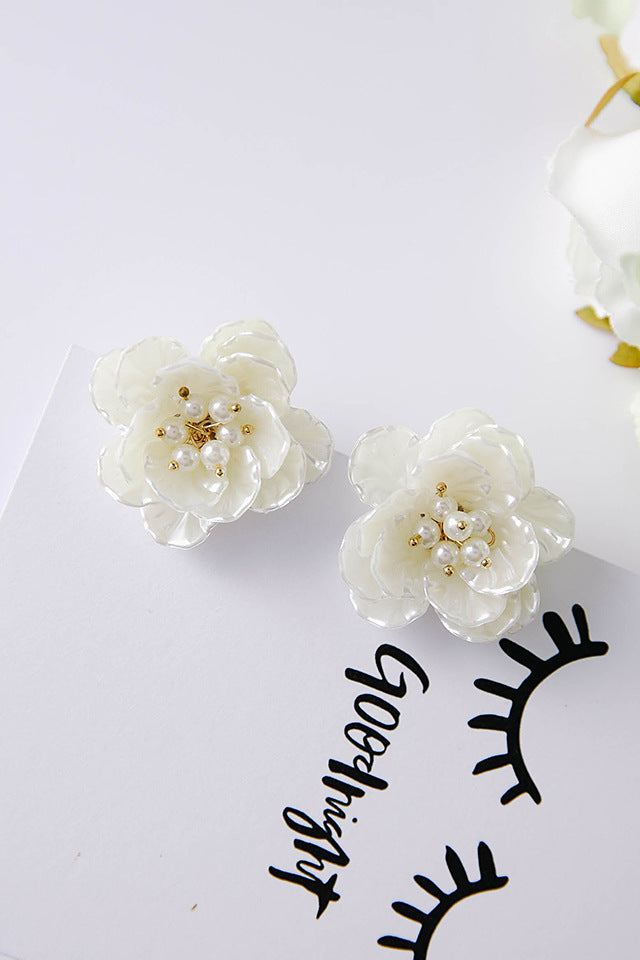 FAUX PEARL WHITE ROSE EARRINGS - impaviidit
