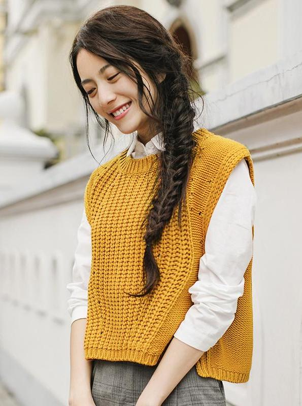 YELLOW KNITTED VEST