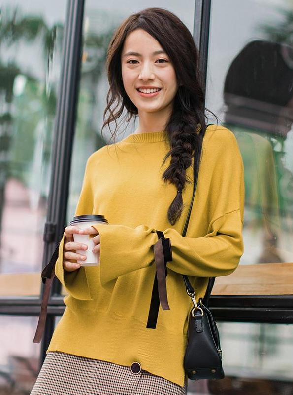 YELLOW SWEATER WITH BOWS / LACES ON SLEEVES