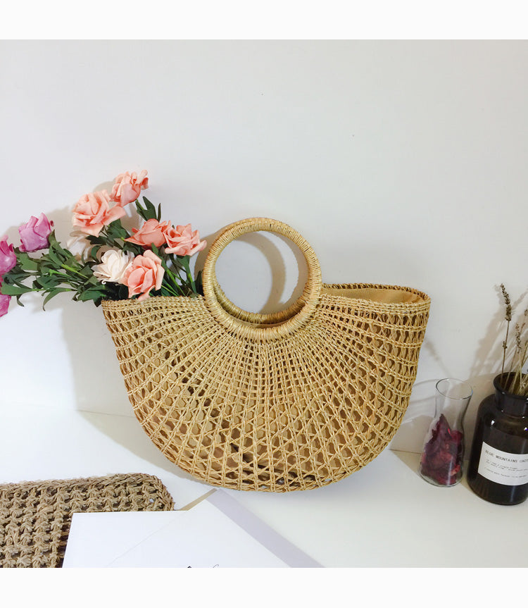 HANDMADE HALF MOON MEDIUM STRAW BAG - impaviid