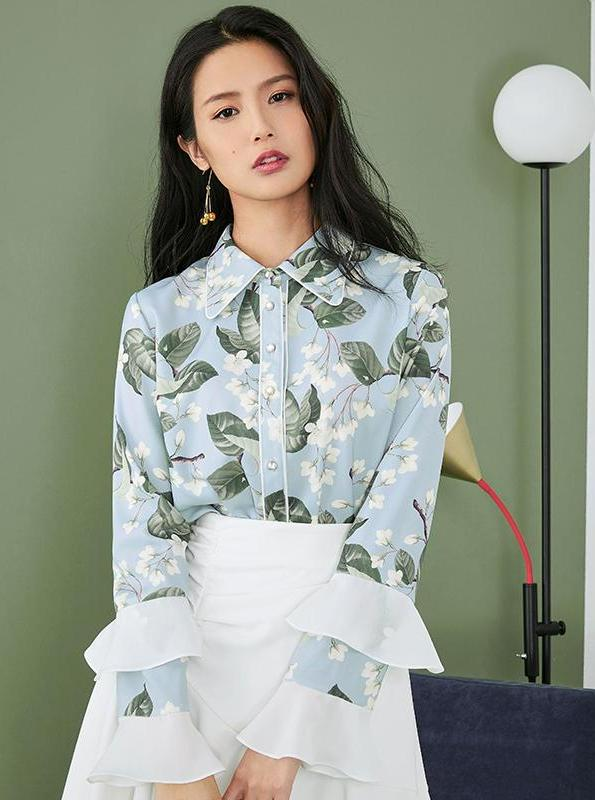 BLUE FLORAL CHIFFON BLOUSE WITH RUFFLED SLEEVES - IMPAVIID