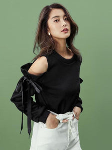 BLACK COLD SHOULDER SWEATER WITH BOWS - IMPAVIID
