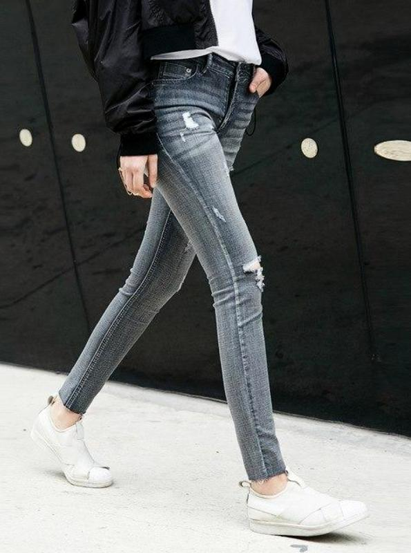 SUPER SKINNY DISTRESSED MID-WAIST JEANS