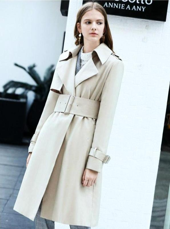 RETRO TRENCH COAT WITH A BELT