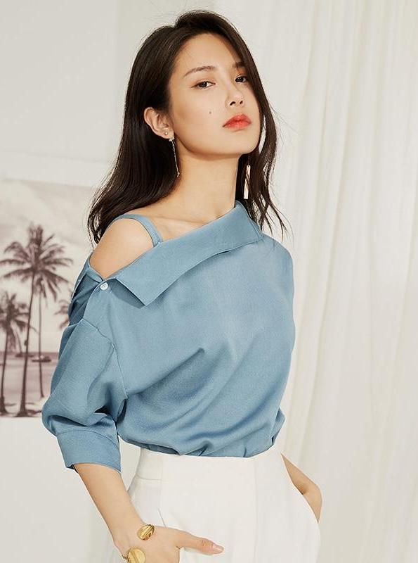 OFF ONE SHOULDER SATIJN BLUE BLOUSE