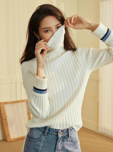 WHITE KNITTED TURTLENECK SWEATER