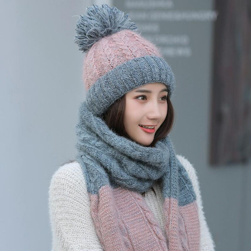 KNITTED DOUBLE-COLORED HAT AND SCARF SET
