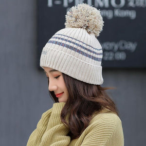 KNITTED WINTER POMPOM HAT