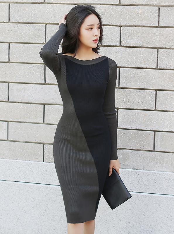 BLACK COLOR BLOCK KNITTED SWEATER DRESS - IMPAVIID