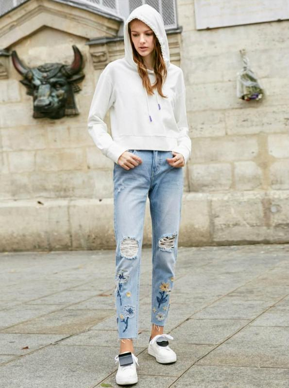 FLORAL EMBROIDERI DISTRESSERADE JEANS