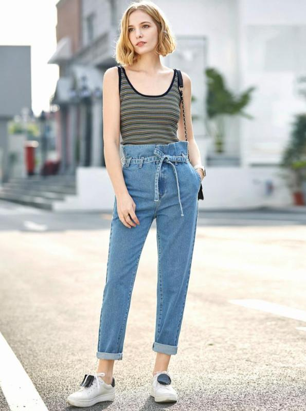 LOOSE CUFFED JEANS WITH A BELT