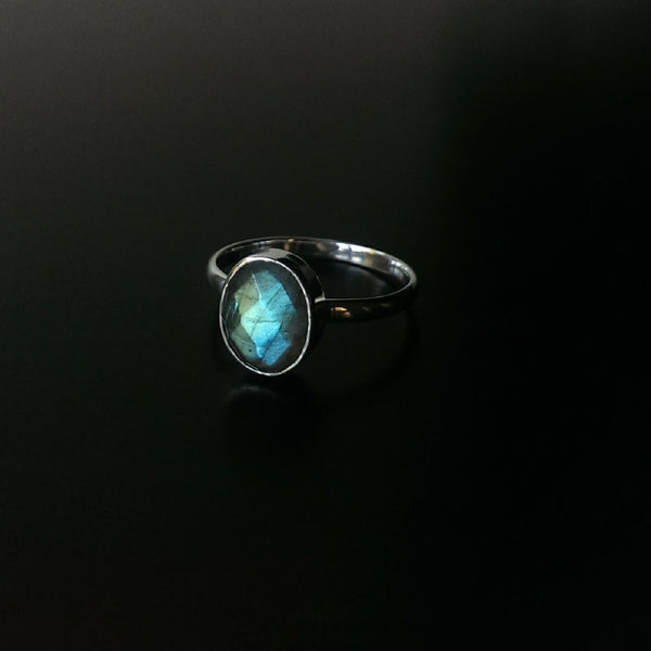 Moon & Milk - 925 Sterling silver labradorite faceted silver ring