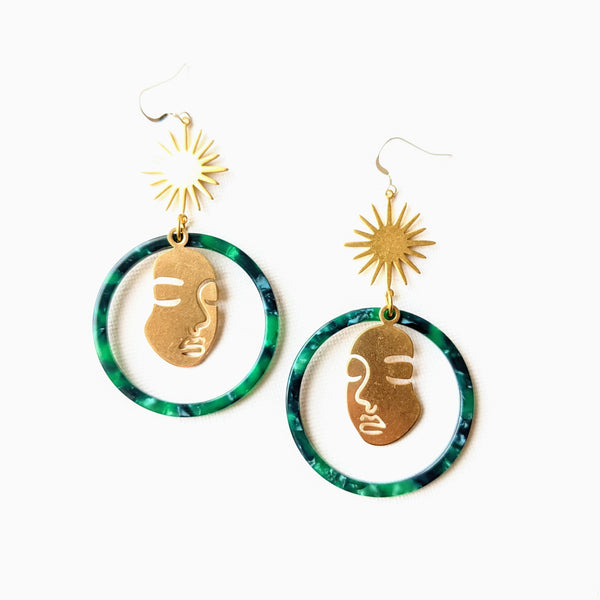 Moon & Milk - Classic gold tortoise hoop earrings with a Picasso face silhouette and a golden star brass charm