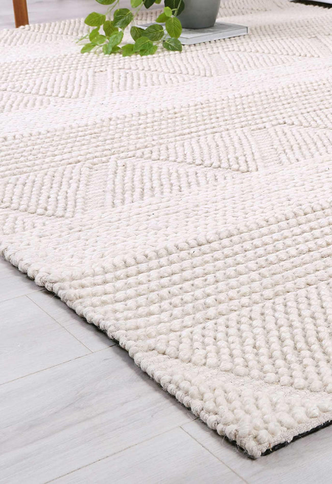 Oakwood Ivory Tribal Textured Wool Rug