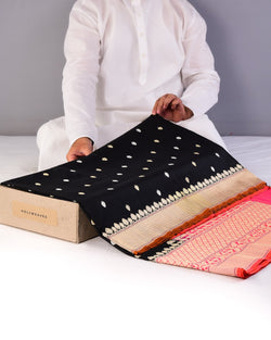 Black Banarasi Kadhuan Brocade Handwoven Katan Silk Saree with Pink Kadiyal Border Pallu-HolyWeaves