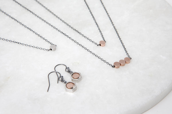 Rose gold necklace w. oxidized silver chain