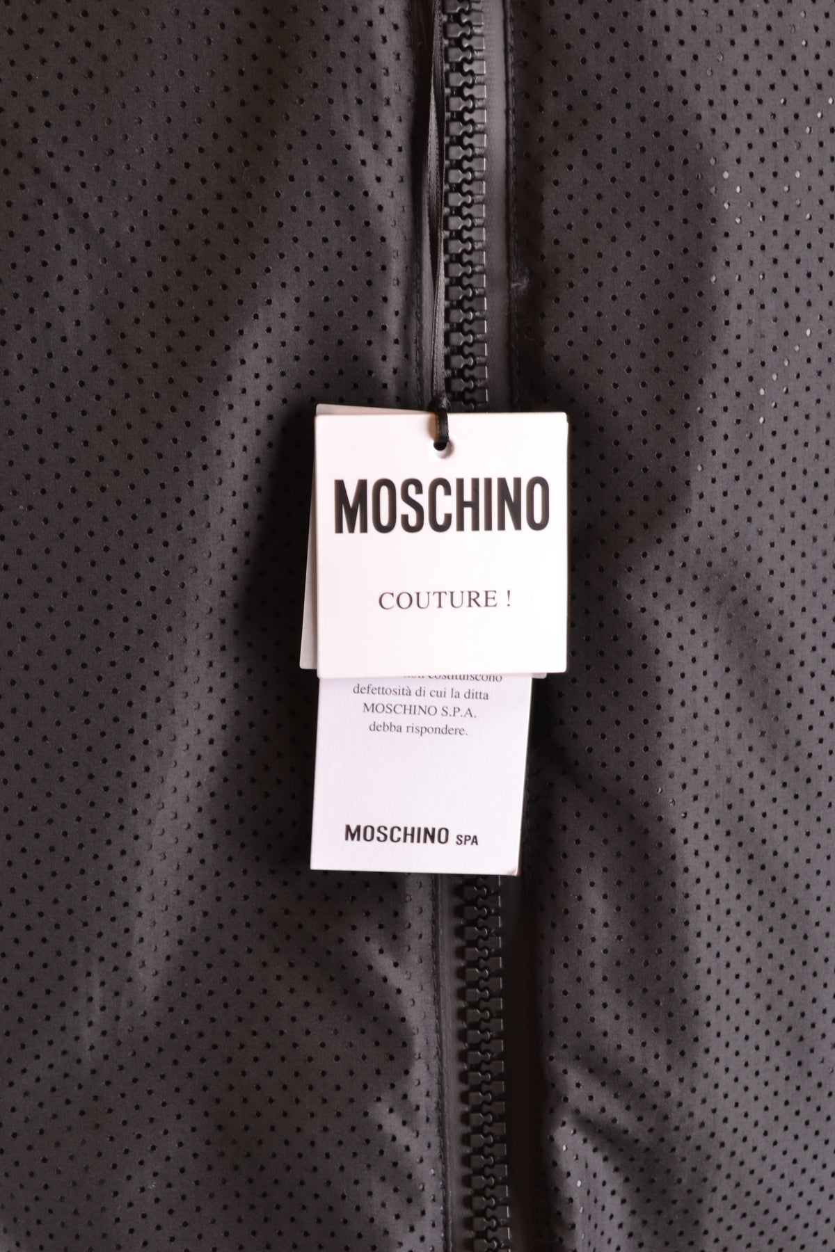 Jacket Moschino--Product Details Terms: New With LabelYear: 2019Main Color: BlackGender: ManMade In: ItalyManufacturer Part Number: Za0604Size: ItSeason: Spring / SummerClothing Type: BlousonComposition: Polyester 100%-Keyomi-Sook