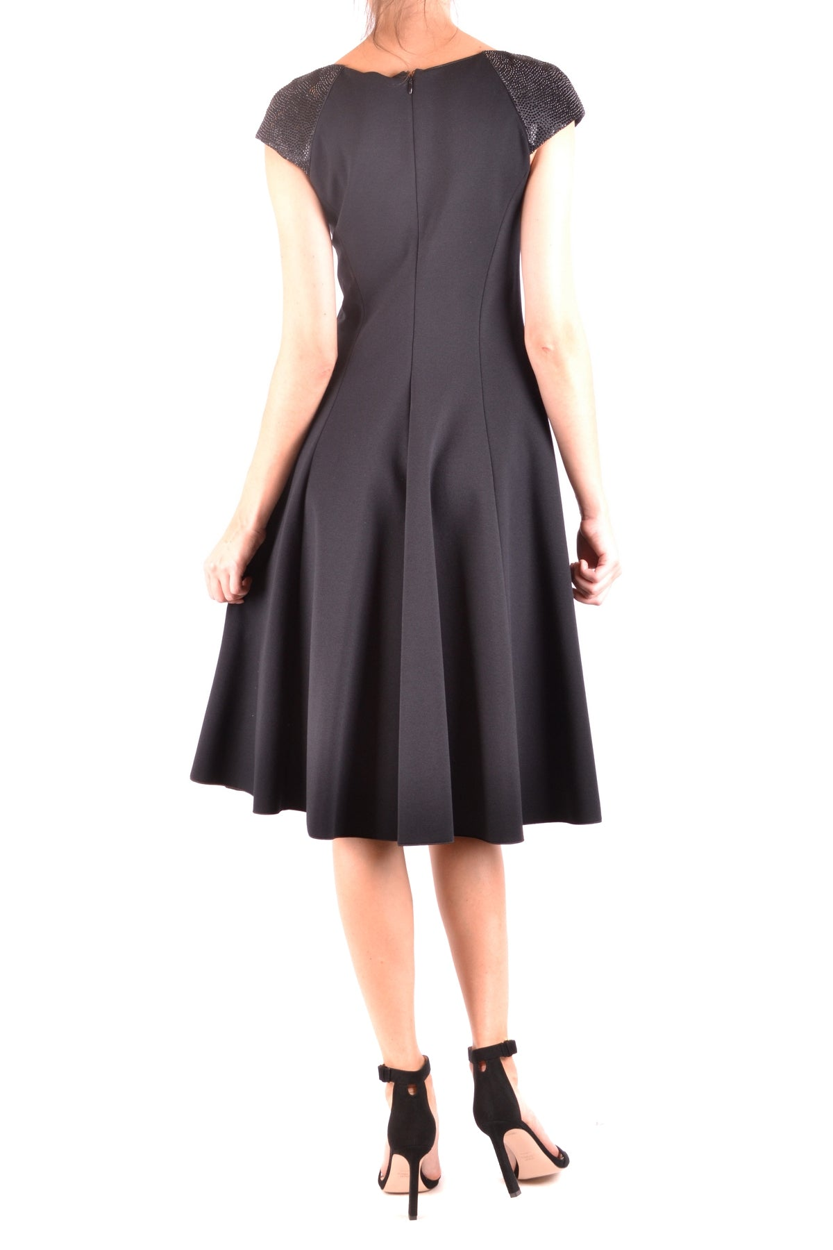 Dress Armani Collezioni-Dress - WOMAN-Product Details Season: Fall / WinterTerms: New With LabelMain Color: BlackGender: WomanMade In: ItalyManufacturer Part Number: 6Yma54 MjfazSize: ItYear: 2018Clothing Type: TaglieurComposition: Elastane 6%, Polyamide 17%, Viscose 77%-Keyomi-Sook