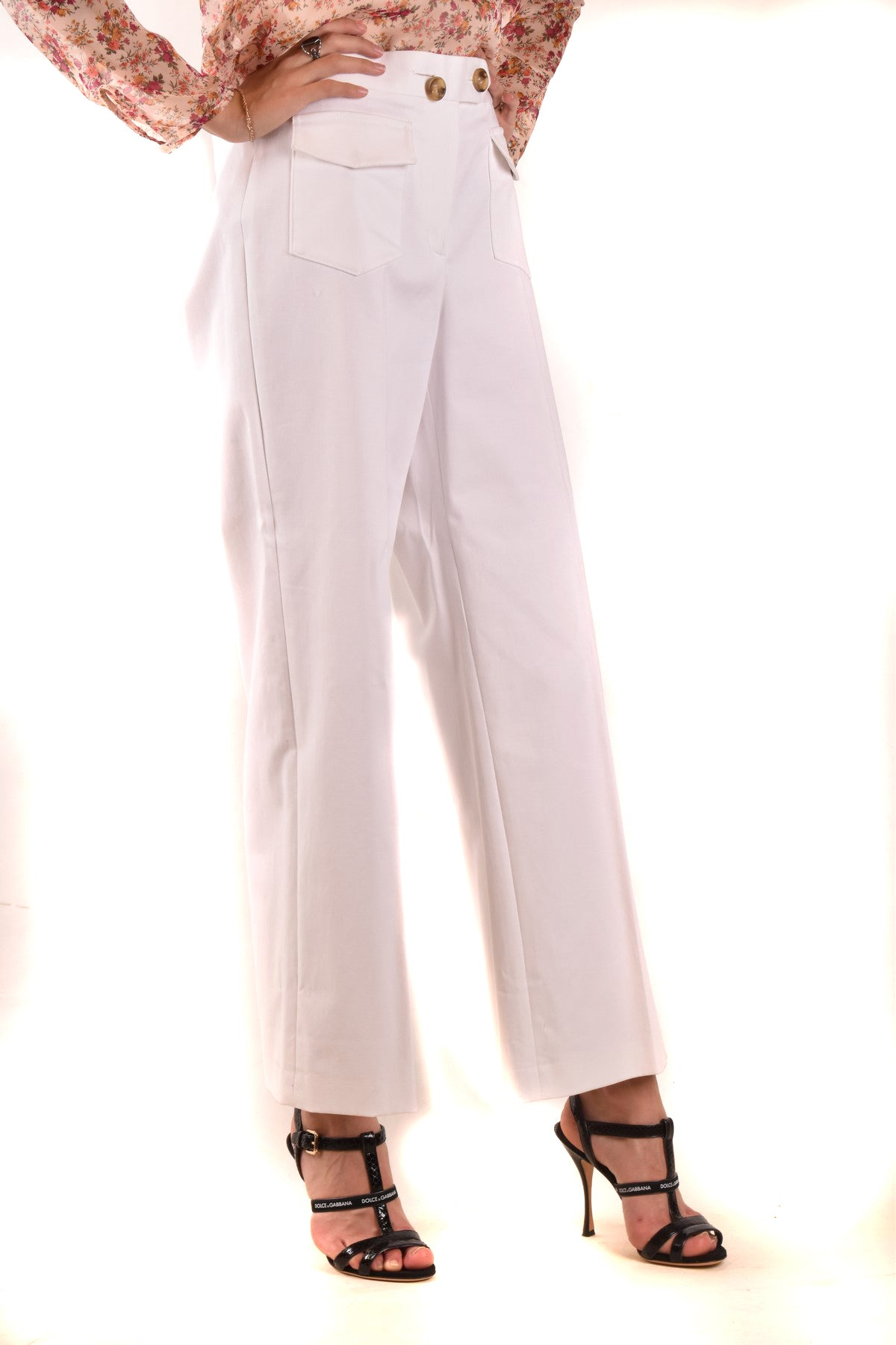 Trousers R.E.D. Valentino-Women's Fashion - Women's Clothing - Bottoms - Pants & Capris-Product Details Terms: New With LabelClothing Type: TrousersMain Color: WhiteSeason: Spring / SummerMade In: RomaniaGender: WomanSize: EuComposition: Cotton 97%, Elastane 3%Year: 2020Manufacturer Part Number: Pr0Rb175-Keyomi-Sook