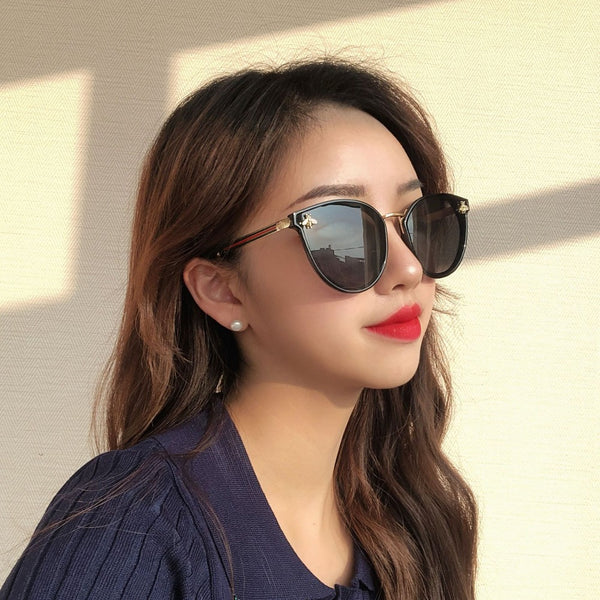 Men And Women's Bee Iron Sunglasses-Ladies Sunglasses-Product Details: Men and Women's Square Bee Iron Retro Sunglasses-Keyomi-Sook