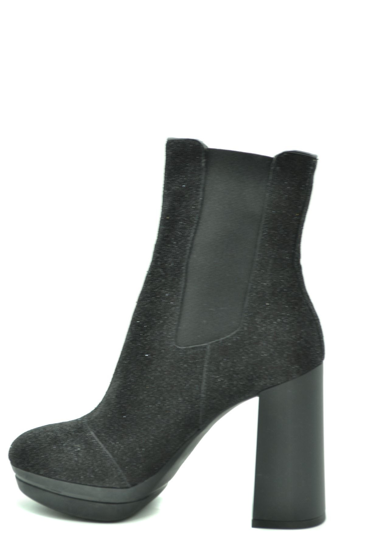 Shoes Hogan-Women's Fashion - Women's Shoes - Women's Boots-Product Details Terms: New With LabelMain Color: BlackType Of Accessory: BootsSeason: Fall / WinterMade In: ItalyGender: WomanHeel'S Height: 11Size: EuComposition: Leather 100%Year: 2020Manufacturer Part Number: Hxw3910Au80P0Fb999-Keyomi-Sook